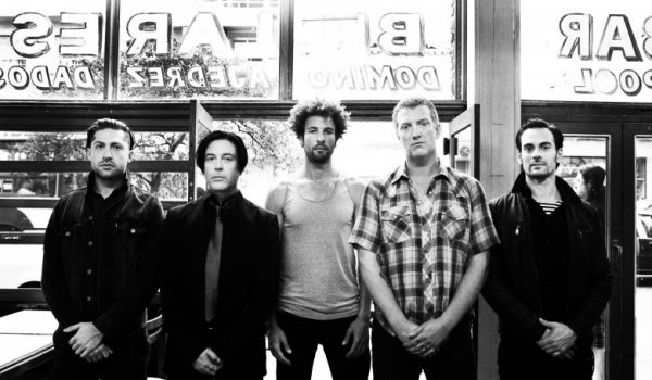 Queens of the Stone age estrenó video para 'Smooth Sailing'