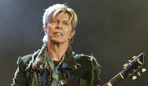 David Bowie publicó nueva canción, 'Tis A PIty She Was A Whore' (audio)