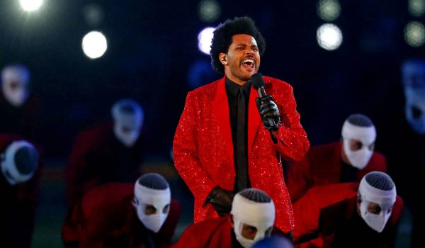 The Weeknd se presenta en el show de medio tiempo del Super Bowl LV (Video)