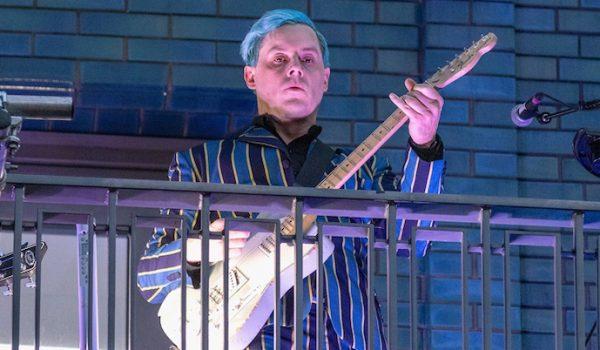 Jack White realiza concierto sorpresa en Londres (Video)